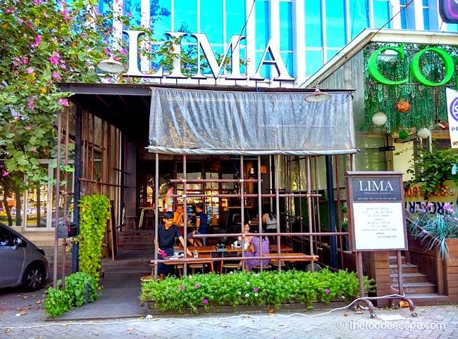 Cafes Around  S Cinematique In Paris